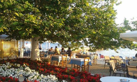 Restauracje przy plaży w Siviri