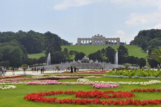 Schlosspark Schönbrunn: Schonbrunn gardens