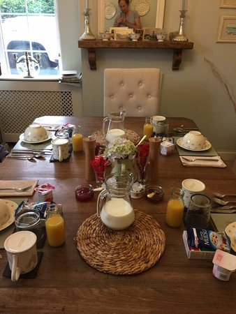 Bed & Breakfast at 1 Coastguard Cottages : Breakfast table