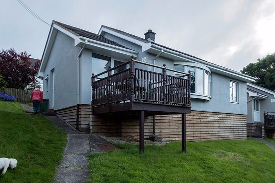 Onchan, UK: Our cottage showing the balcony. Parking for one car nearby.