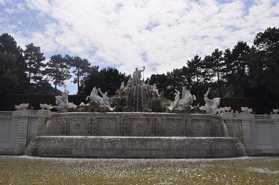 Schlosspark Schönbrunn: Magnificent Fountain