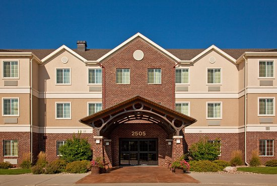Staybridge Suites Sioux Falls: Hotel Exterior