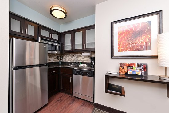 Staybridge Suites Sioux Falls: Kitchen
