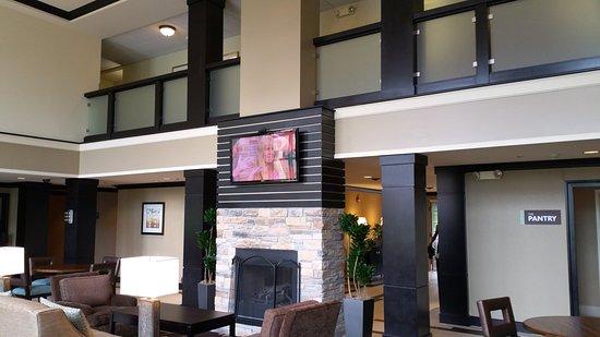 Staybridge Suites Chicago Oakbrook Terrace: Staybridge Great Room