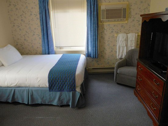 Pictou, Canadá: Family room with 3 beds.