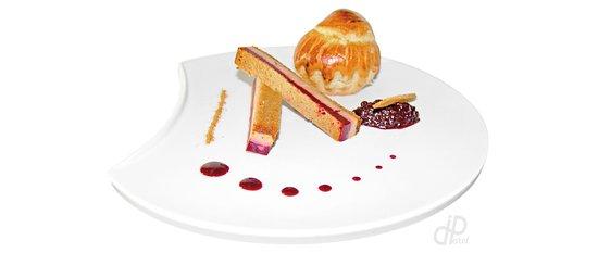 Villejuif, Γαλλία: Opéra de foie gras, pain d'épices, cerises aux poivres d'Inde, brioche tiède et chutney de ceris