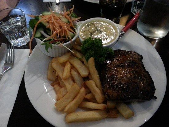 Kalamunda, Australien: Sirloin Steak, mushroom sauce