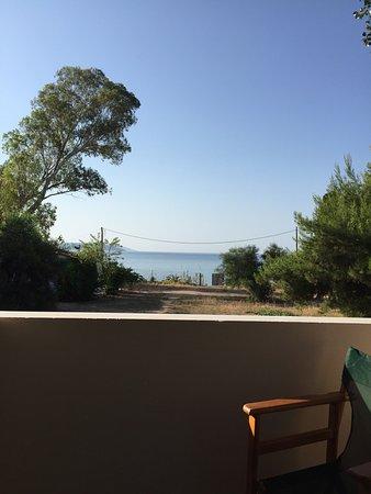 """Asini, Grécia: Отель Порто Ассини - прекрасный новый отель на самом берегу моря напротив пляжа """"Большой камень"""""""