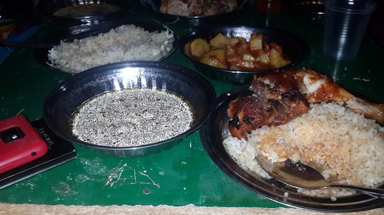 Bawiti, Egipto: Fresh and delicious food prepared by the Bedouin driver