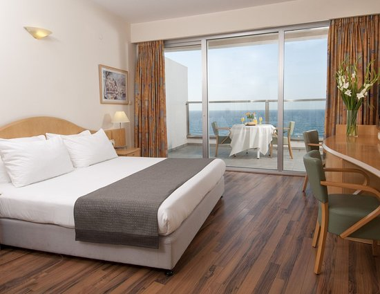 Ashkelon, Israel: King Bed Guest Room