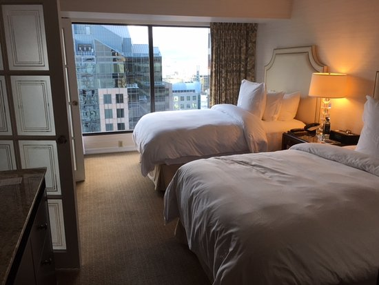 Four Seasons Hotel Vancouver: Bedroom executive suite two doubles