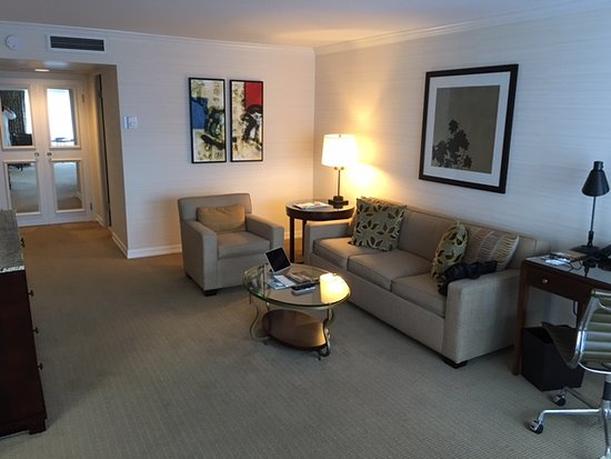 Four Seasons Hotel Vancouver: Living room executive suite