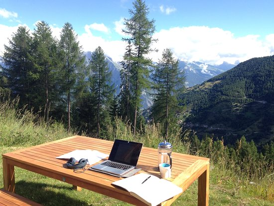 La Tzoumaz, Suiza: Working bliss.