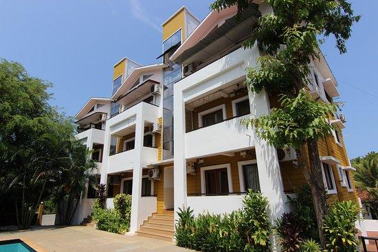 Anjuna, India: Pool facing Apartments