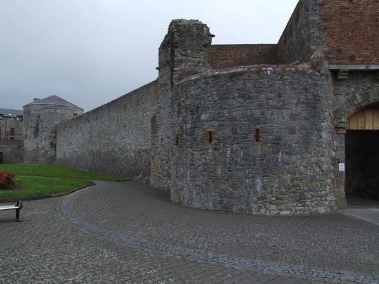 Dungarvan, Irland: Curtain wall