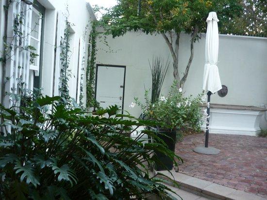 Nine Flowers Guest House: Cour intérieure
