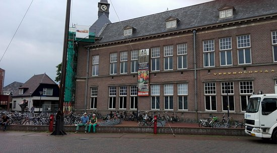 Veendam, Países Bajos: The museum building is a former high school
