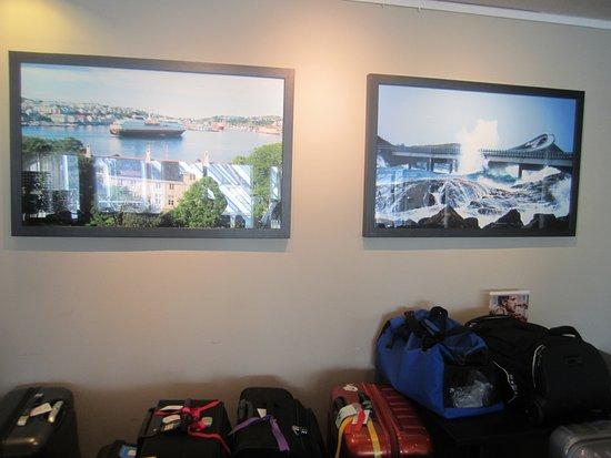 Kristiansund, Noruega: Картины в фойе отеля