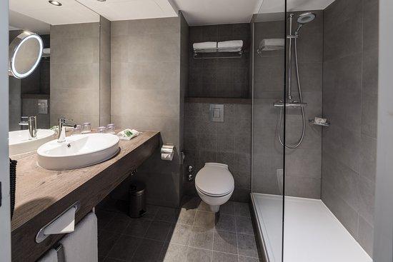 Holiday Inn Munich - City Centre: Executive City View Room - Bathroom