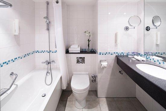 Holiday Inn Munich - City Centre: Bathroom Standard Rooms
