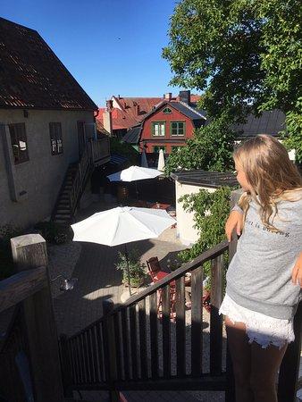 Hotel St. Clemens : Trappen upp till vårt rum och innergården