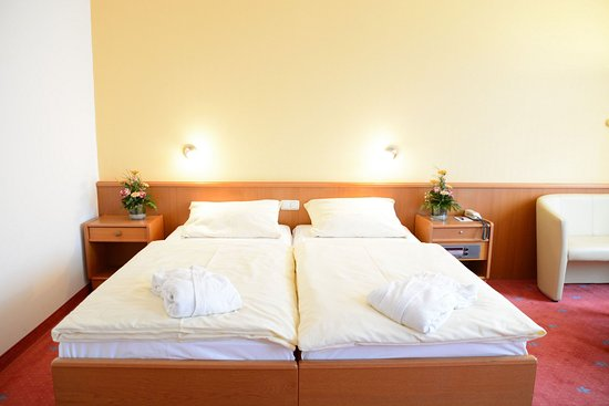 Avalon Hotelpark Königshof: Triple Room