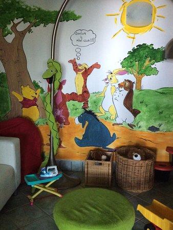 Nago, Ιταλία: salle couverte pour les tous petits
