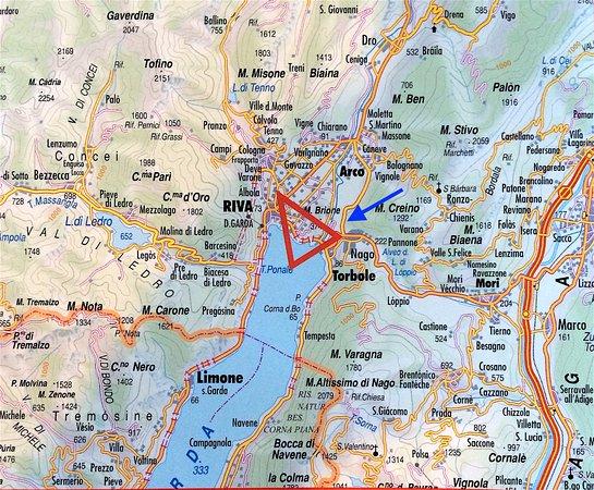 Nago, Ιταλία: carte. La flèche bleue indique l'hôtel