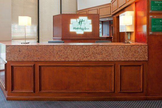 Holiday Inn Lancaster: Welcome contemporary reception area