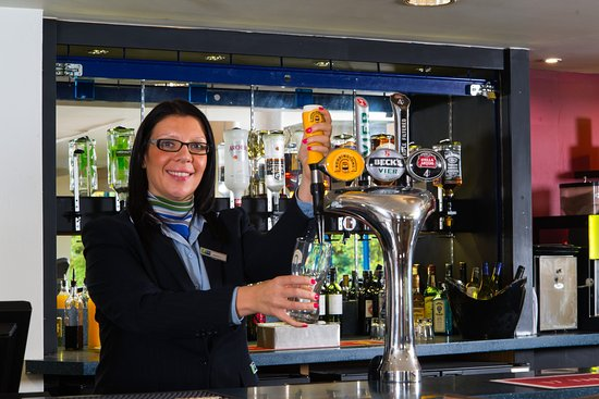 Holiday Inn Express Birmingham NEC: Pint? Glass of wine? Choose from a selection of beverages
