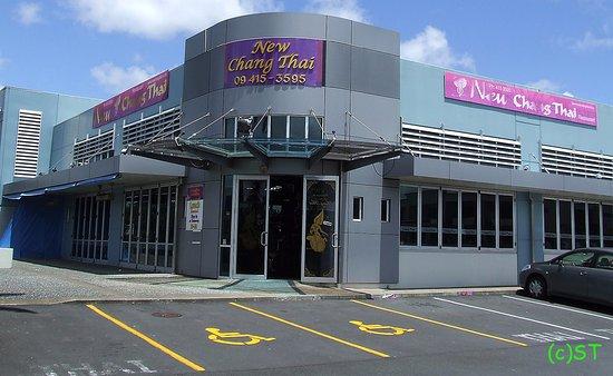 Albany, Nova Zelândia: The Building