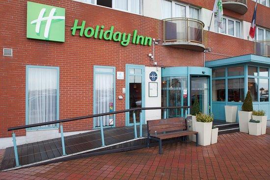 Holiday Inn - Calais: Holiday Inn Calais Hotel main entrance