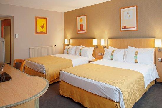 Holiday Inn - Calais: Holiday Inn Calais two bedded room en suite. Pillow choice