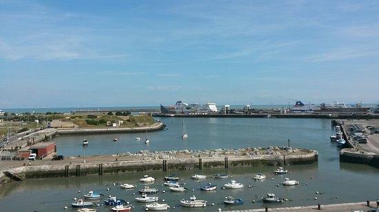 Holiday Inn - Calais: Calais car ferry terminal
