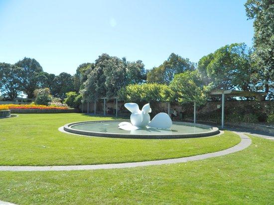 Napier, New Zealand: Bio-Morphic Sculpture by Laurie Karasek