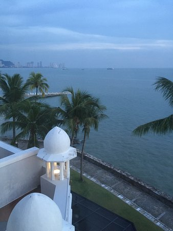 Eastern & Oriental Hotel: early morning