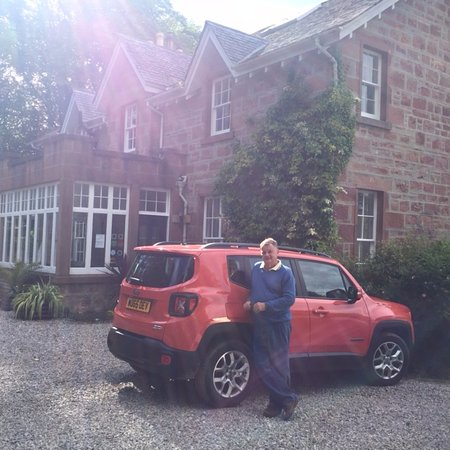 Cromarty, UK: This is the front of The Factors House, our bedroom being the two windows on the right hand uppe