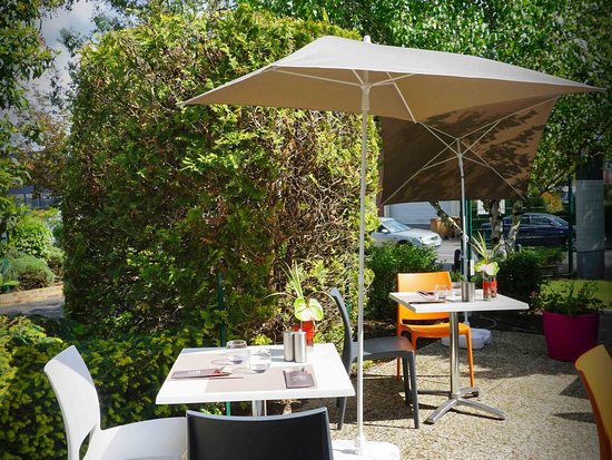 Chambray-Les-Tours, Francia: Other