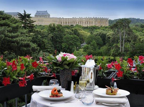 Trianon Palace Versailles, A Waldorf Astoria Hotel : Suite Terrasse - Versailles Castle View