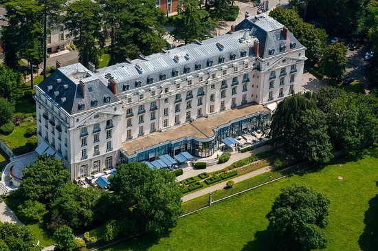 Trianon Palace Versailles, A Waldorf Astoria Hotel : Exterior Aerial Shoot