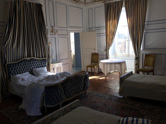 Chateau de Busset: photo2.jpg