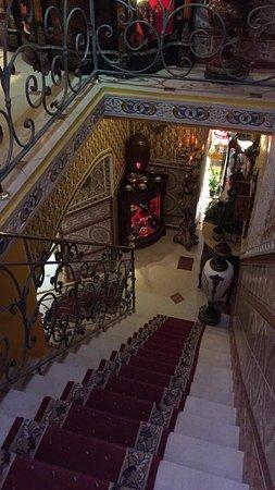 Hotel Mozart: Stairway