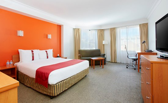 Holiday Inn Darling Harbour : Queen Deluxe Room with 1 x Queen Bed