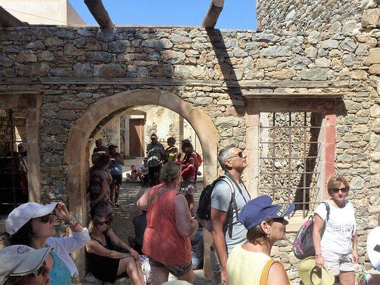 "Elounda, Grecja: ruelle de la ""ville"" deslépreux"