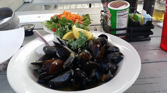 East Lyme, CT: Mussels appetizer