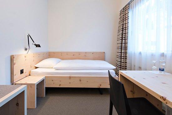 Hauser Hotel St. Moritz: Economy single bedded room
