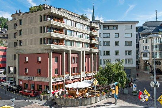 Hauser Hotel St. Moritz: Exterioor