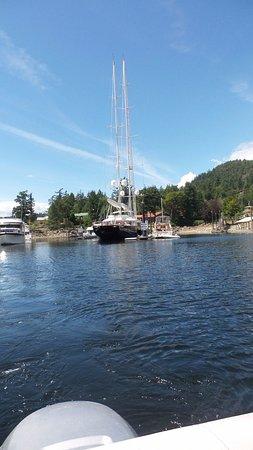 Madeira Park, Canada: Large yacht