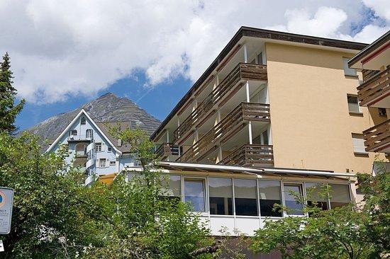 Hotel Cresta: Exterior