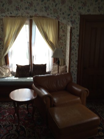 Cazenovia, NY: Pictures of room 12 and our dinners